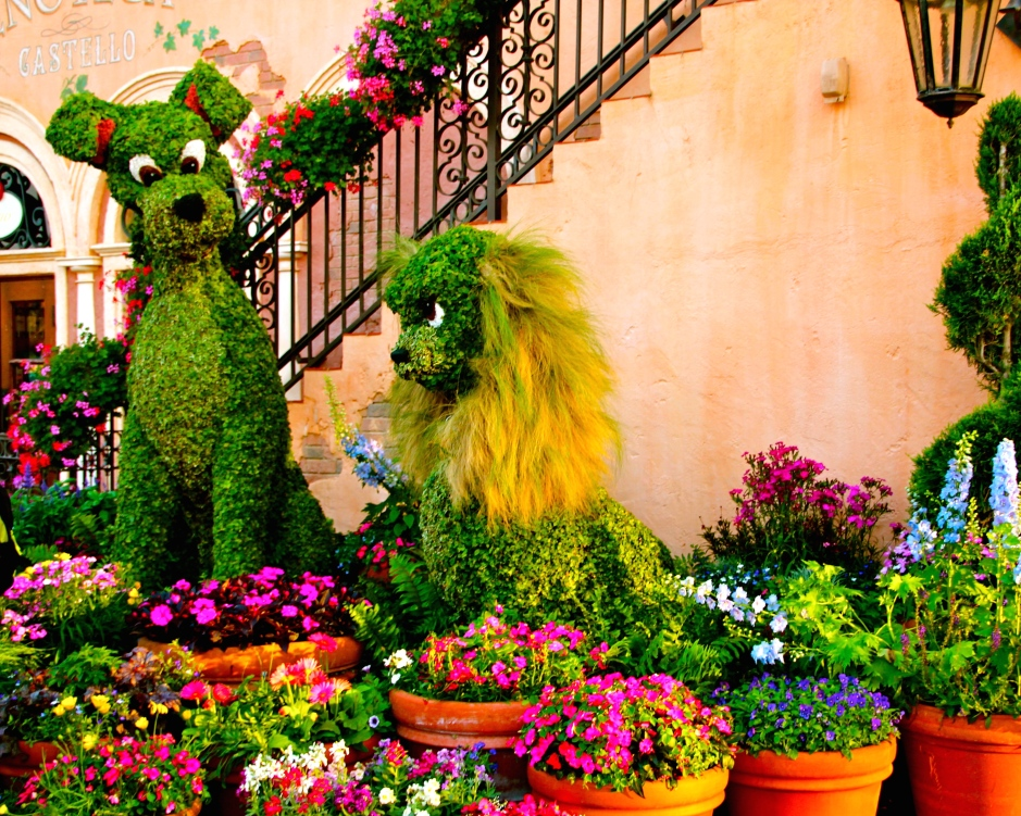 SS 132 Lady and Tramp Gardens in Flower Pots